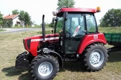 Traktor belarus 1
